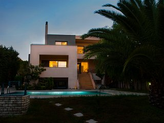 HomeSeeker Collection | Villa Pathos