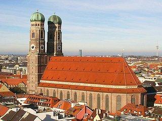 4 Zi. Dachgeschoss Wohn. f. 10 Pers., München