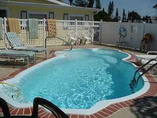 Clean Cozy Pet Friendly Pool Cottages Madeira Bch, Madeira Beach