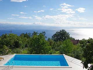 Vacation Home Ivulici. Wonderful garden and stunning sea view! (6+2), Lovran