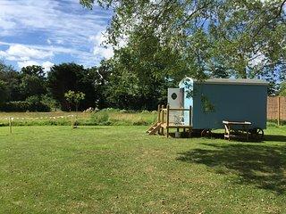 Cosy Shepherd Hut, Waveney Valley, Aldeby