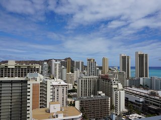 Diamond Head&Ocean View fm 30th floor! Large Lanai, Free WiFi, Central Location!