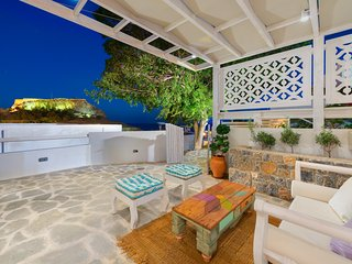 'Lindos Above' chill out bungalow