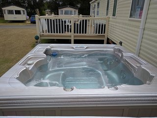 Tattershall lakes 8 berth caravan with hot tub