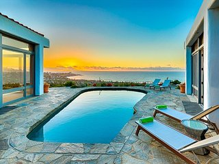 15% OFF SEP + OCT - Spacious Home, Breathtaking Ocean Views + Private Pool