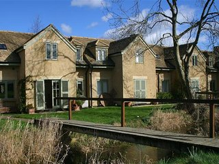 Kingfishers Cottage (sleeps 6) Cotswold Lakes