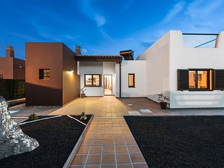 Brand new modern villa on Campo de Golf - paradise holiday on the island!