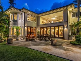 Sea Breeze Estate (9bd) w/ hot tub, pool