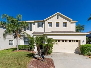 FREE POOL HEAT!! Majestic Palms: 5 bedroom home with 2 Master Suites