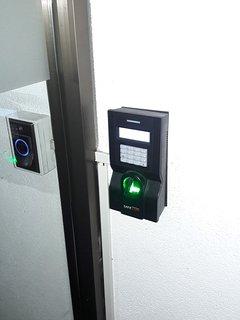Acceso con huella digital a los ascensores