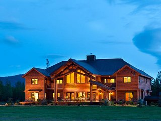 Unparalleled space & luxury for family reunions! On 7.5 acres! Private airport!