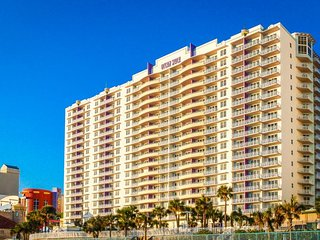 Oceanfront condo in 5-star resort with swimming pools, hot tubs, arcade, & more!