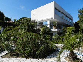 Golfe de St Tropez - Large Villa with Sea Views and Private Pool - Sleeps 10, Les Issambres