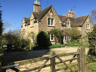 Lowfields Cottage, Sarsden - between Burford & Chipping Norton. (Nr Daylesford)