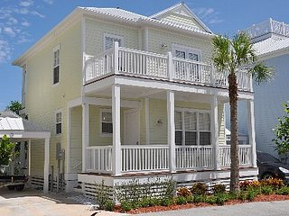 Keys home in Anglers Reef with ocean view, dock, community pool & private beach, Islamorada