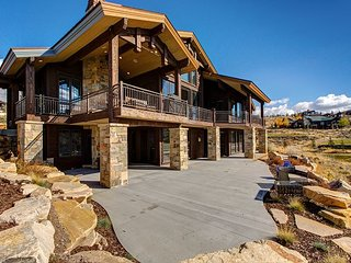 Luxe 5BR/6BA Park City Home w/ Hot Tub - Sleeps 22! Sweeping Mountain Views