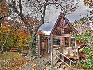 Peaceful Slopeside Beech Mountain Cabin w/Hot Tub!