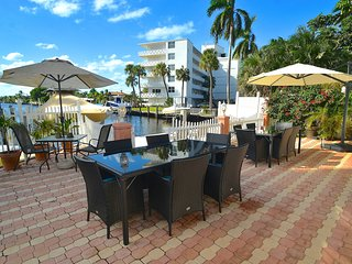 "By The Sea Vacation Villas LLC ""Casa Tres Bonitas"" Compound+3 Units + Htd Pool!, Fort Lauderdale"