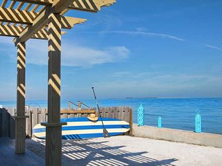 Pirate Cove - 2 bedroom beach front, Anna Maria