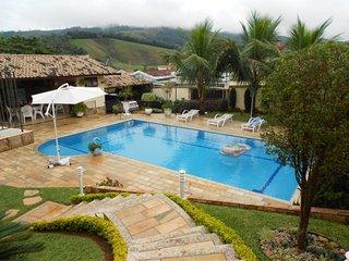 Lindoia casa c/ piscina 5 dormit. sendo 3 suites
