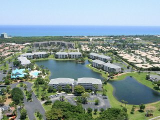 Great Beachside Townhome w/ Pool and Pet Friendly!, Jupiter
