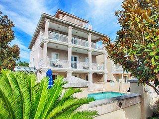 Aphrodite Sleeps 28, Private Pool/Hot Tub & Beach Access!