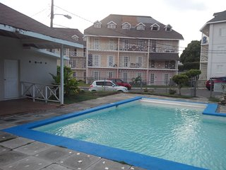 Studio Apartment in Gated Complex, for Vacationers, Kingston