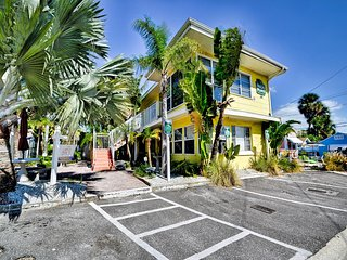 Palm Place Buccaneer  3 - Buccaneer Palm 500 sqft of tastefully furnished beach, Clearwater