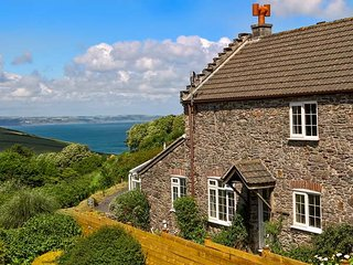 WISTERIA COTTAGE, woodburning stove, WiFi, sea views, great base for walking