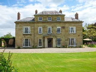 PLAS YOLYN, detached Grade II* listed manor, with en-suites, hot tub, games room and tennis court, Ellesmere, Ref 928219