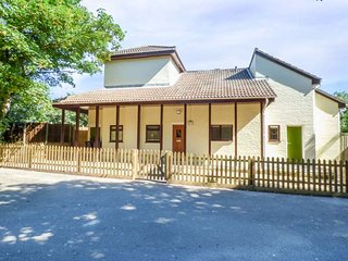 STEAMER POINT LODGE, all ground floor, south facing garden, pet-friendly, Christchurch, Ref 934309