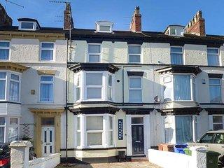 FLAT 1, modern ground floor apartment, WiFi, parking, Bridlington, Ref: 942056