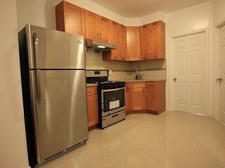 Charming 3 BR, 17 Minutes to Times Square!, Woodside