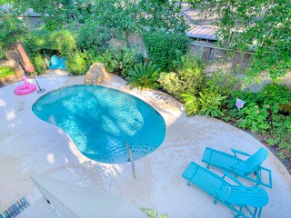 Beautiful Beach House +Pool Near Village Sleeps 14, St. Simons Island