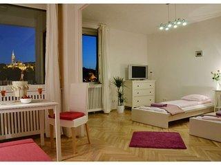 Rakpart Panorama apartment in V Belvaros {#has_lu…