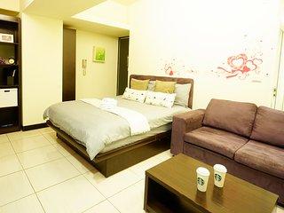 Taichung City 逢甲 一中 旅宿 ★浪漫房★