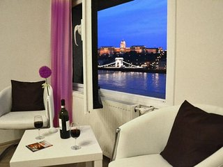 Castle Danube Panorama apartment in V Belvaros {#…