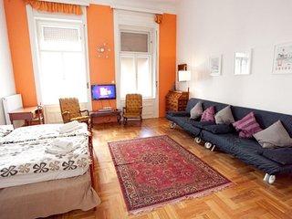Operetta apartment in VI Terézváros {#has_luxurio…, Budapest