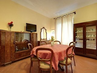 Giallo Fiorentino apartment in San Marco {#has_lu…, Vinci