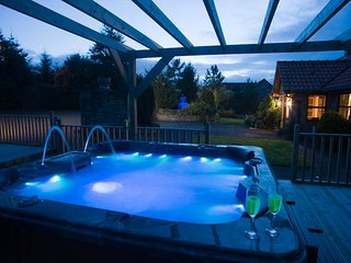Luxury Apartment  private indoor pool & hot tub, Bathgate