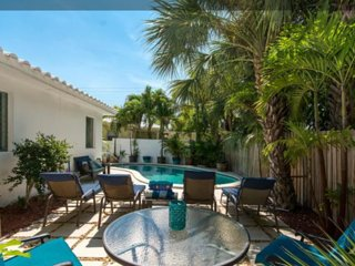 CASA CARMELA, a chic SALTY BUNGALOW: across from beach, clean, green, pet friend