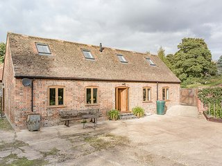 Beautiful recently luxury converted C18 barn beside River Kennet quiet and sunny