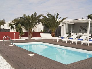 Villa Patricia with private heated pool, wifi, air conditioner, etc ..., Playa Blanca