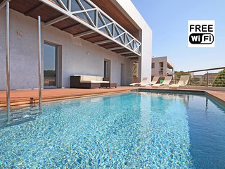 Holiday rentals villa in Escala with pool and view, L'Escala