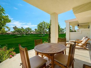 Quiet, Beautiful House w/ Mountain Views! Steps from Pool & Spa - Palmer Riviera