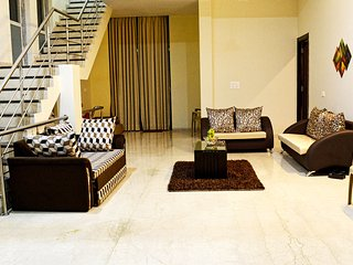 HUMMOCK VILLAS- 4bhk luxury villa with a lake view, Khandala