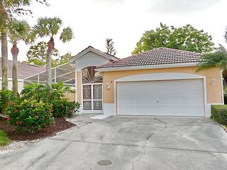 East Naples house w/ heated pool, close to beaches & restaurants