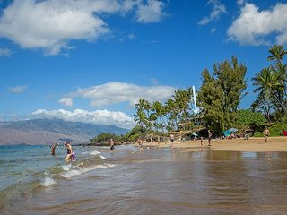 Hale Ili Ili #C Kamaole Beach 1 Oceanfront Panoramic Ocean Views 2/2 Sleeps 4, Kihei