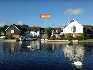 Riverside holiday cottage in Wroxham, Hoveton