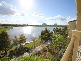 VISTA CAY LAKE VIEW PENTHOUSE NR. All PARKS NEW!